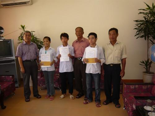 友好村での奨学生たち
